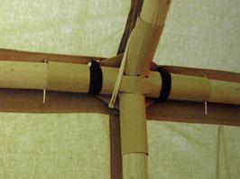 kovové spojky na polopevné konstrukci hangáru